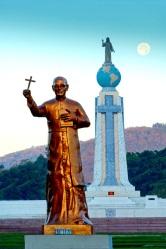 Plaza El Salvador del Mundo (with Romero statue)